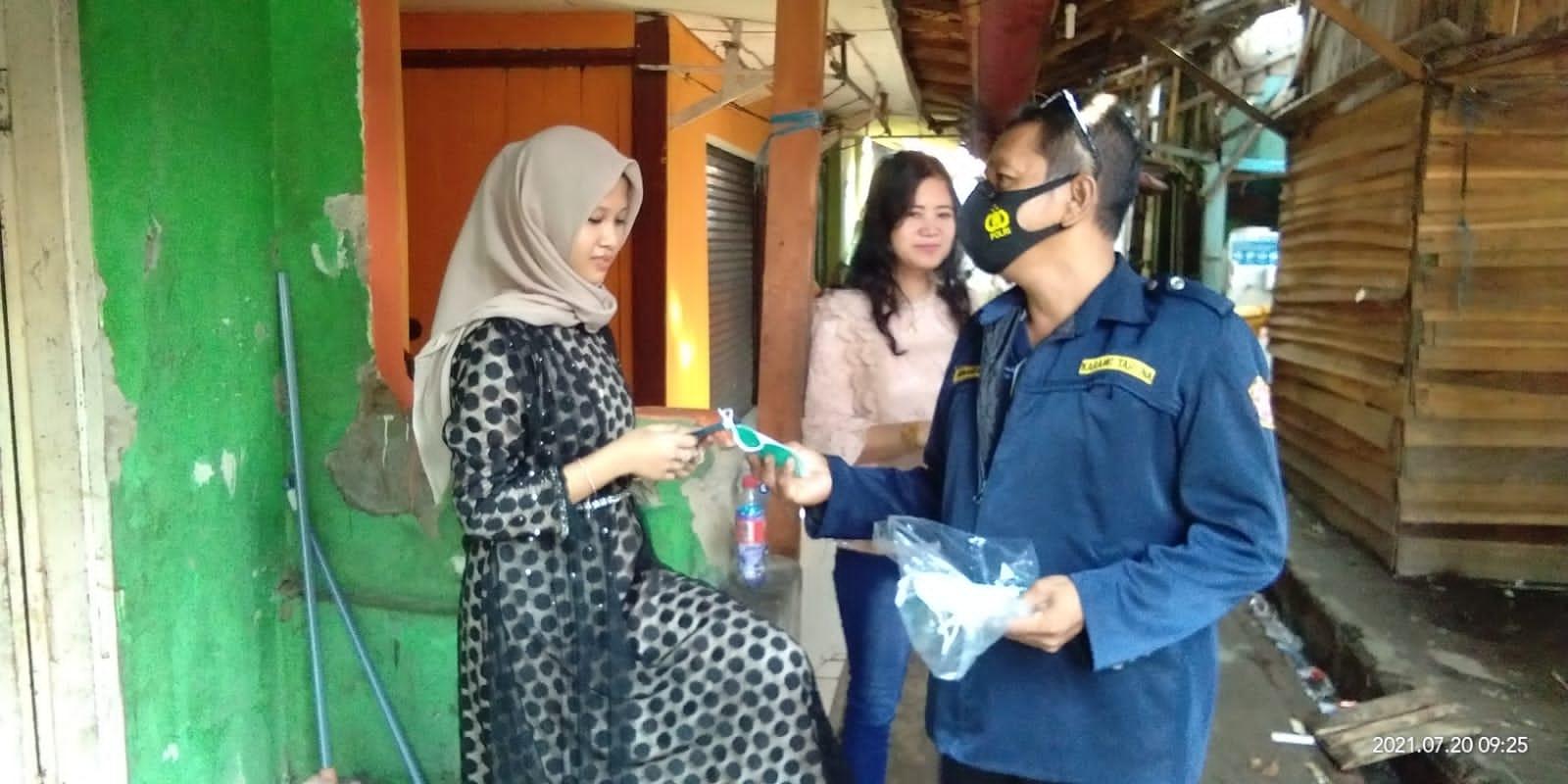 Relawan PPKM Mikro Karang Taruna Berkurban