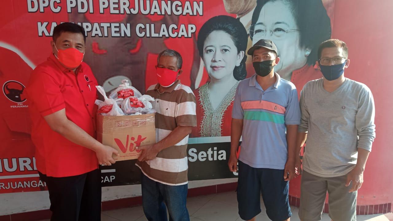Hari Raya Kurban, DPC PDI Perjuangan Kabupaten Cilacap Bagikan Daging Sapi dan Kambing