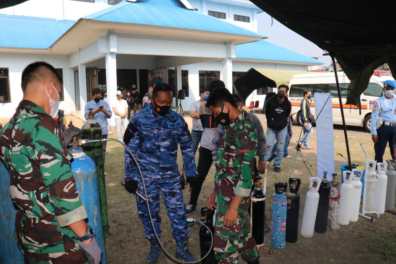 Pengisian Oksigen TNI AU Lanud Sulaiman Diserbu Masyarakat