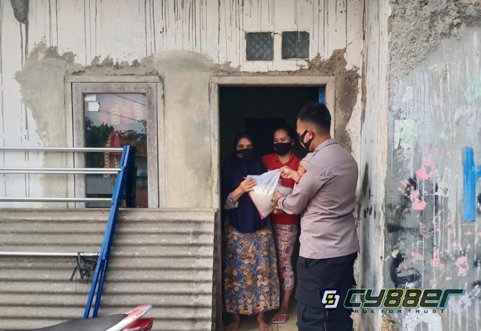 Polisi Salurkan 6,5 Ton Beras Bantuan PPKM Darurat Kepada Warga Terdampak Pandemi