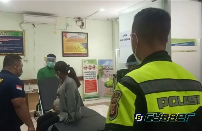 Seorang Ibu Mau Melahirkan di Bus, Polisi Sigap Evakuasi ke RS