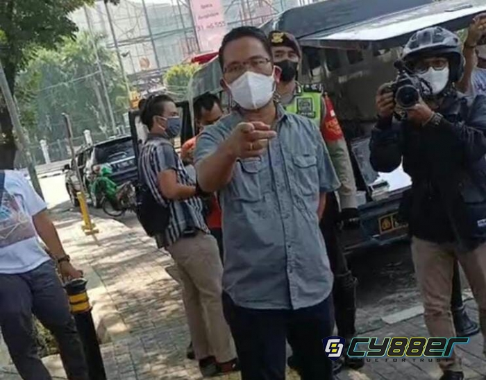 Aksi Jalan Kaki Togu Cs Terhenti di Jakarta, Sempat Cekcok Dengan Oknum Petugas
