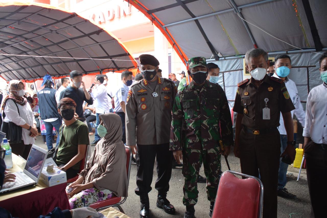 Danrem 064/MY Kunjungi Vaksinasi Massal di Kadin Provinsi