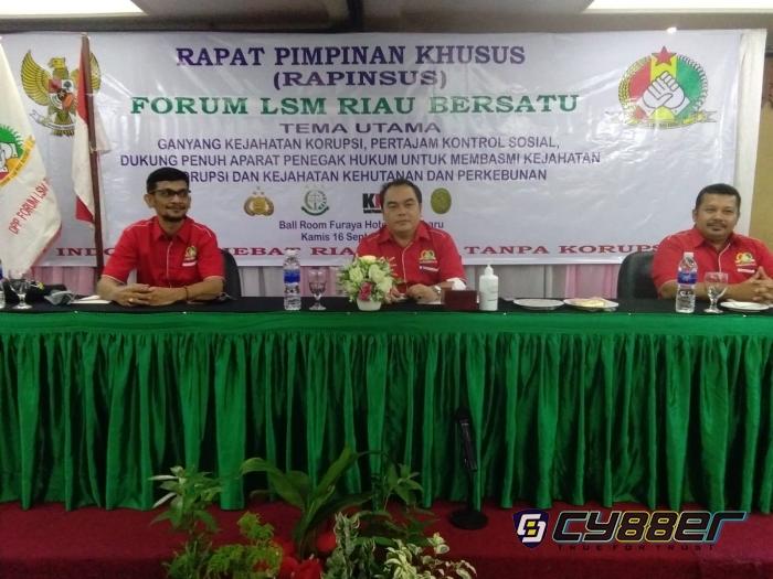 LSM Forum Riau Bersatu: Ganyang Kejahatan Hutan dan Korupsi di Bumi Lancang Kuning