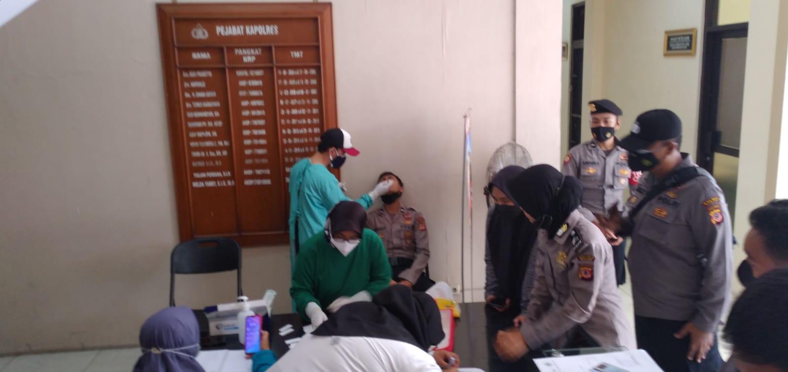 Anggota Polres Banjar Lakukan Test Swab Secara Rutin