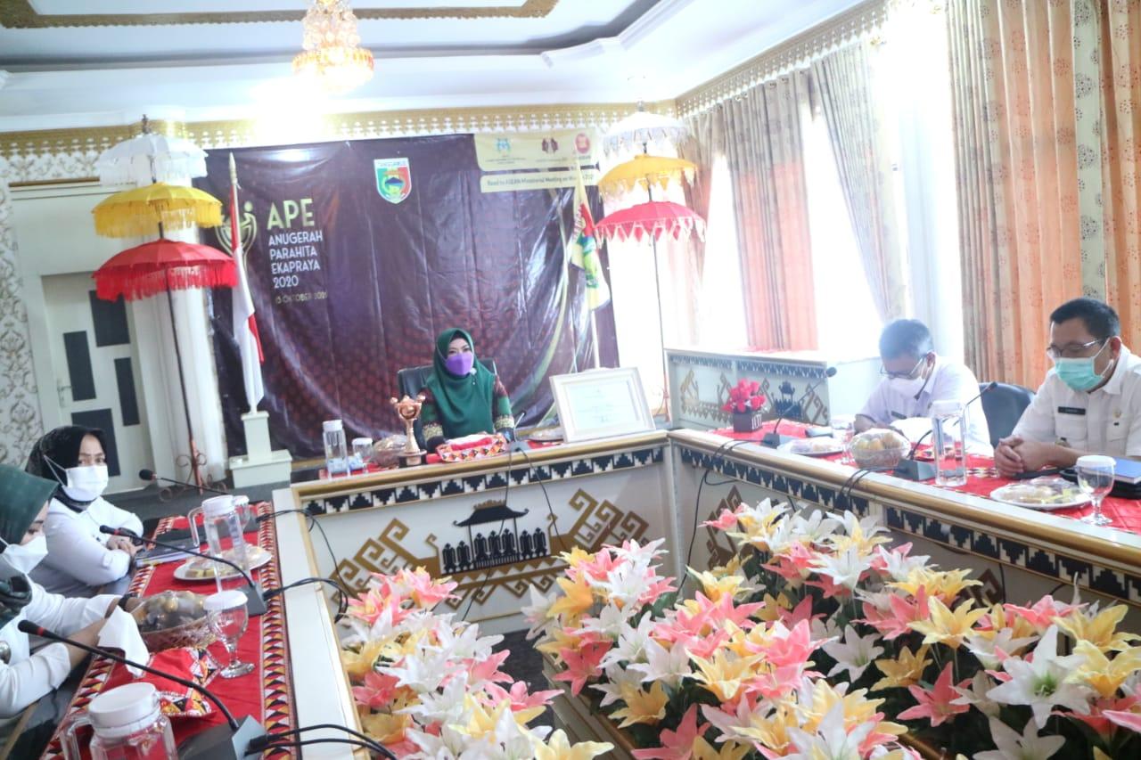 Bupati Tanggamus Menerima Penghargaan dari Menteri P3A