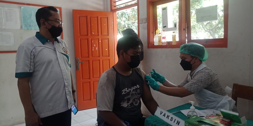 SMKS YP 17 Cilegon Laksanakan Vaksinasi Dosis 1