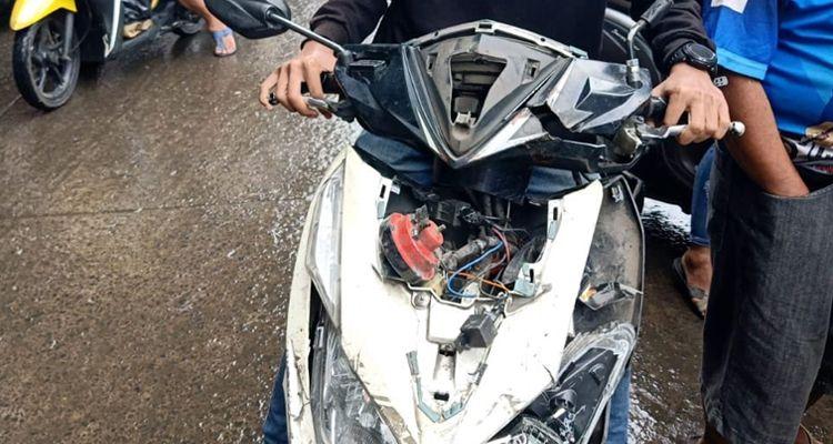 Nekat Terobos Palang Pintu KA di Bandung, Satu Unit Motor Vario Ringsek