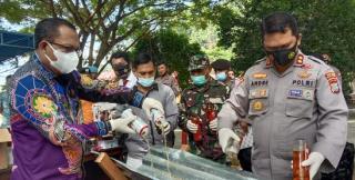 Operasi Pekat Mansinam, Polres Raja Ampat Musnahkan Ratusan Botol Miras