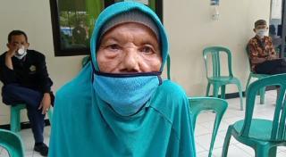 Vaksinasi Lansia Tertua di Kecamatan Wanareja Cilacap