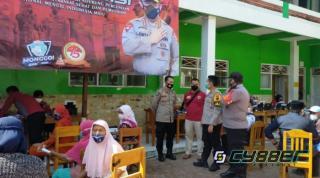 500 Santri dan Pengasuh PonpesAs Syamsuriyyah Wanasari dapat Vaksin Gratis