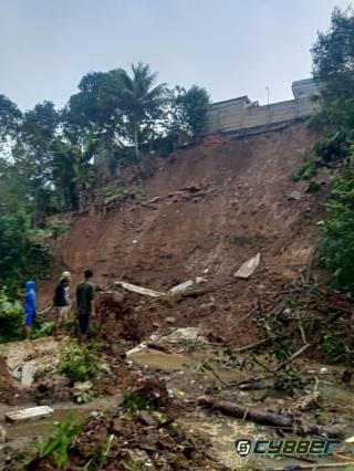 Longsor di Cigombong, Warga Menduga Disebabkan Kecilnya Drainase yang Tak Mampu Menampung Air saat Hujan Deras