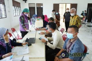 Bupati dan Wakil Bupati Asahan Tinjau Pelaksanaan Vaksinasi Covid-19 di Dinas Pendidikan