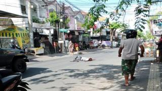 Ditebas KelompokMatel Anggota Ormas Tewas Bersimbah Darah di Jalan