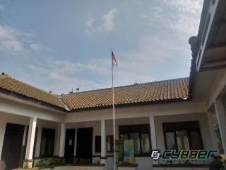 Miris!!! Bendera Merah Putih yang Sudah Usang dan Robek Terpasang di Halaman Kantor BP3K Kasokandel