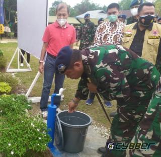 Guru SDN 026/SMPN 026 Satu Atap Puas, Lanud Roesmin Nurjadin Bantu Sumur Bor