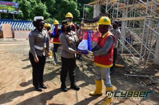 Pekerja Bangunan di Banjar dapat Bantuan dari Polisi