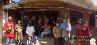 PAC PDI Perjuangan Cigombong dan Pospera Cigombong Berikan kursi Roda pada Penderita Stroke