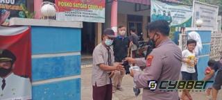 Edukasi Prokes PPKM Level 4, dalam Ops Yustisi Polisi Bagikan Masker