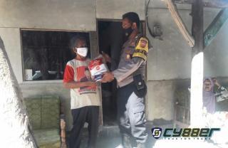 Bantu Warga Terdampak Covid-19 di Masa PPKM Darurat Level 4, Polisi Bagikan Bansos