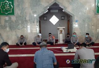 Polres Sumedang Gelar Kegiatan Rutin Binrohtal Secara Virtual di Mesjid Al Hidayah