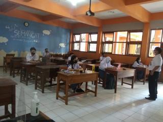 Pembelajaran Tatap Muka Terbatas SMA, SMK di Kota Bandung dengan Protokol Kesehatan Ketat