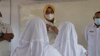 Wabup Cirebon Ayu,Melaksanakan Kegiatan Monitoring PTM diSMPN1 Sumber