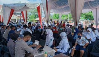 Murid SMP 2 Sumedang Mengikuti Vaksinasi di Mako Polres