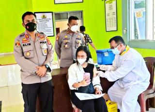 Polres Mesuji Bersama Puskesmas Wira Bangun Laksanakan Vaksinasi Tahap Ke Dua