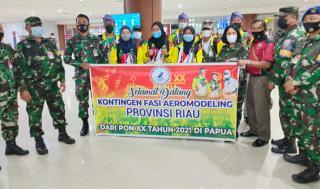 Letkol Kes R.Novita Sinaga Sambut Kedatangan Kontingen FASI Riau