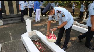 Lapas Pemuda Kelas IIA Tangerang Bersama UPT Pemasyarakatan dan Imigrasi Se-Tangerang Raya Gelar Ziarah dan Tabur Bunga