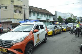 Gunakan Kendaraan Dinas, Kapolres Banajr Bersama Sat Sabhara Polres Banjar, Patroli dan Woro-woro PPKM
