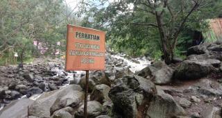 Kondisi Hujan di Obyek Wisata Gunung Puntang, Petugas Larang Wisatawan Dekati Sungai