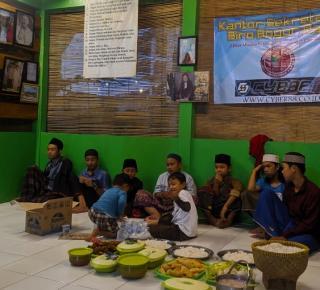 Biro Media Cyber88 Bogor Raya, Buka Bersama dengan Santri di Cimande