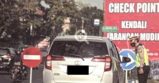 Kendaraan Plat Nomor Luar Bandung, Diberhentikan di Bundaran Cibiru
