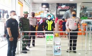 Antisipasi Covid-19, Polres Majalengka Bersama Koramil Gelar Pengamanan di Pusat Perbelanjaan