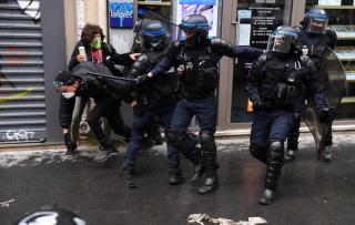 May Day di Prancis, Polisi Bentrok dengan Pengunjuk Rasa