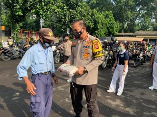 Polrestabes Bandung, Polda Jabar Baksos Salurkan Beras Aslog Polri Pada Masyarakat  Terdampak Covid-19