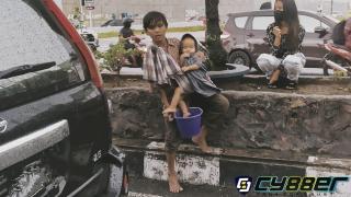 Pengemis Anak di Persimpangan Kota Pekanbaru, Dimanakah Peran Pemerintah Daerah?!