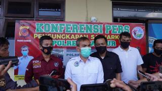 Konferensi Pers Pengungkapan Kasus Tanpa Hak Atau Tanpa Ijin Memproduksi, Menjual Mengedarkan dan Mengkonsumsi Minuman Beralkohol di Cianjur