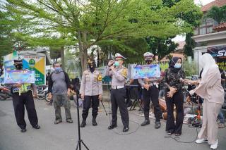 Sampaikan Prokes Lewat Lagu, Seniman Musik Persada Desa Kujangsari Dapat Apresiasi Kapolres Banjar Polda Jabar