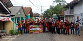 Pemuda Pancasila PAC Cijeungjing MPC Ciamis Bagi-Bagi Takjil Untuk Masyarakat