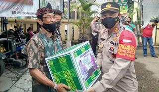 Kapolsek Baleendah Bagikan Bingkisan Kepada Purnawirawan TNI dan Polri