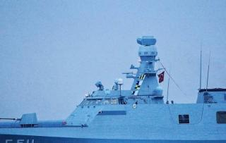 "Bendera ""Pray for KRI Nanggala"" Berkibar di Geladak Kapal Perang Turki"