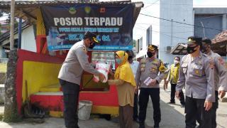Kapolres Subang Polda Jabar, Salurkan 25.710 Kg Beras dari Yayasan Budha Tzu Chi pada Masyarakat Terdampak Covid-19