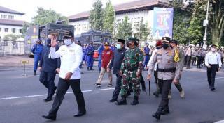 Kapolda Jabar Bersama Gubernur Jabar dan Pangdam III/Siliwangi Apel Gelar Pasukan Ops Ketupat Lodaya 2021